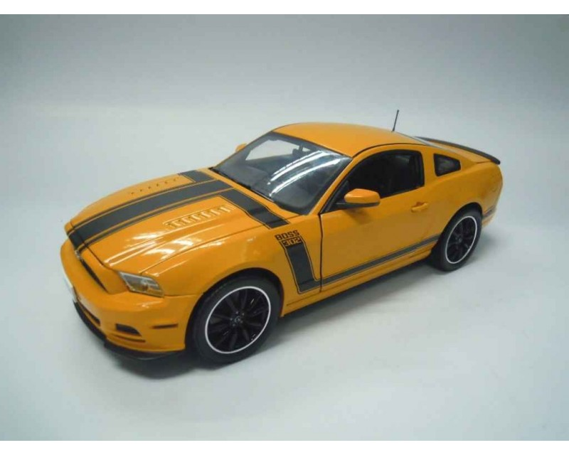 FORD MUSTANG BOSS 302 AÑO 2013 ESCALA 1:18