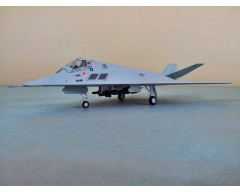 AVION METALICO LOCKHEED F-117 STEALTH VUELO DIURNO ESCALA 1:72