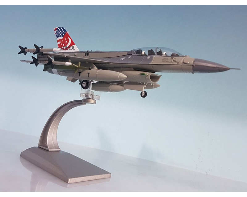 AVION F-16D ESCALA 1:72