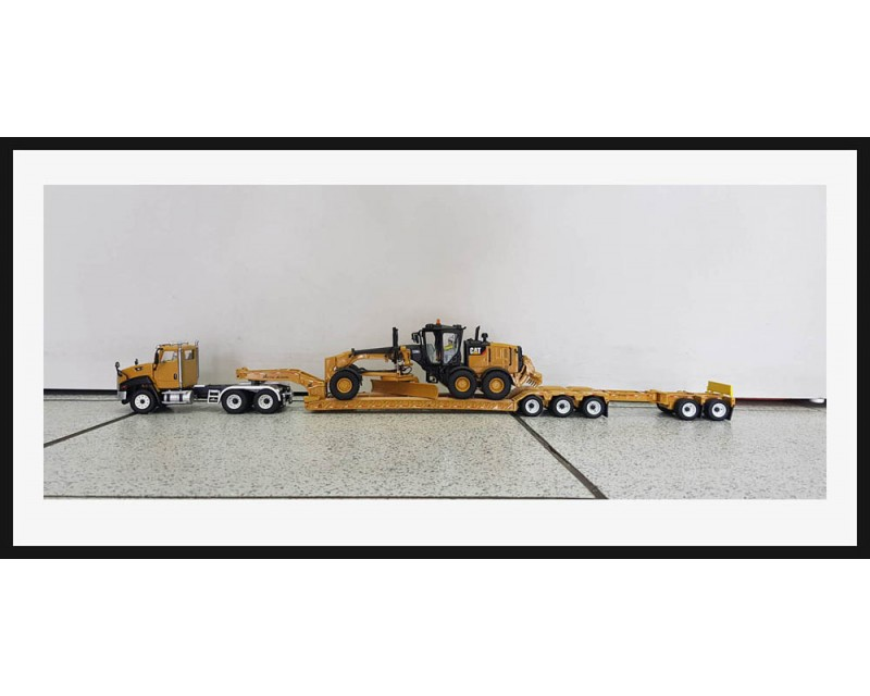 CAMION CAMA CAT CT660 CON MOTONIVELADORA CAT 12M3 ESCALA 1:50
